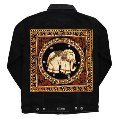 Schwarze Jeansjacke mit schwarzem Elefantenpatch